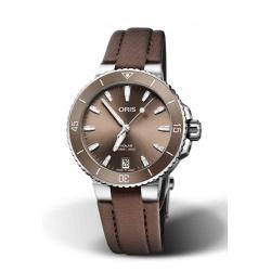 Reloj ORIS AQUIS DATE 300 M ∅36,5 mm, Esfera castaña, correa textil